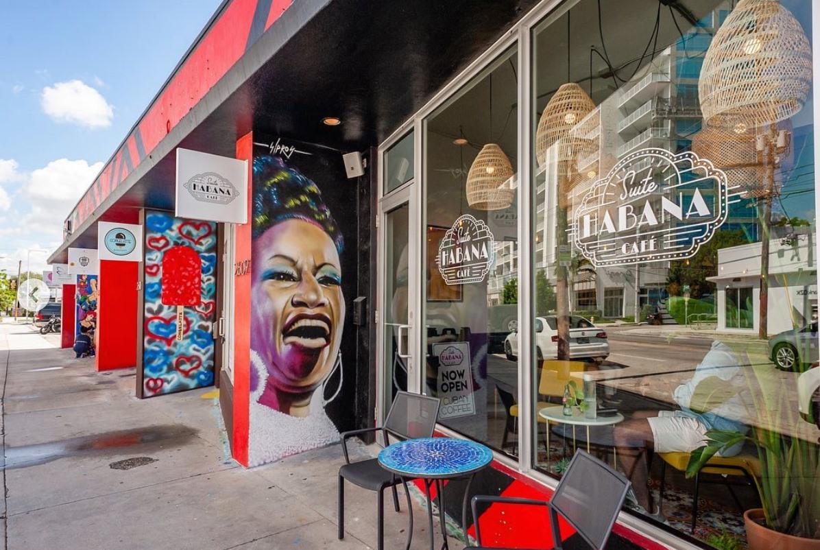 Suit Habana Cafe